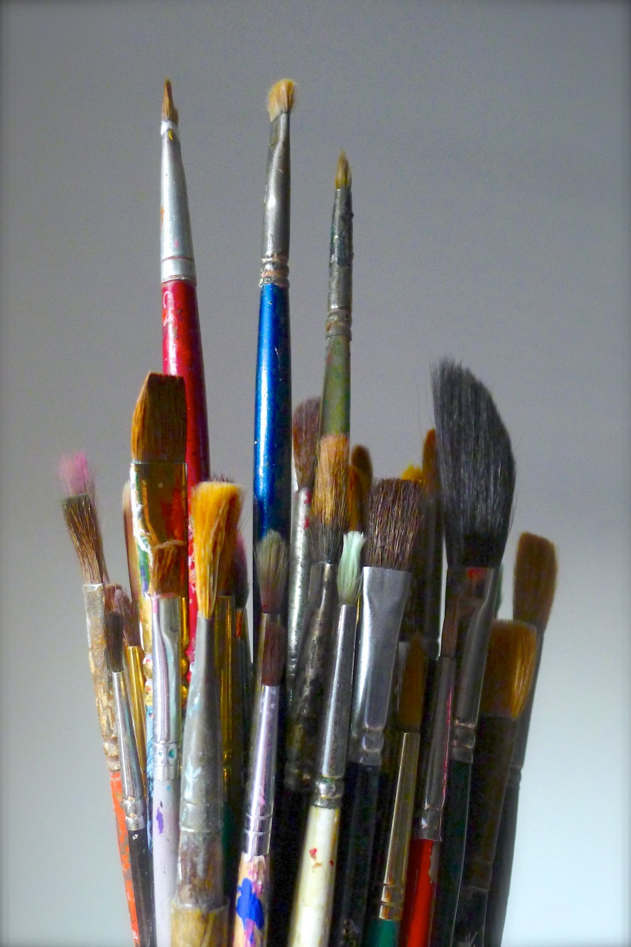 bunch-brush-tool-bouquet-artist-paintbrush-978436-pxhere.com.jpg